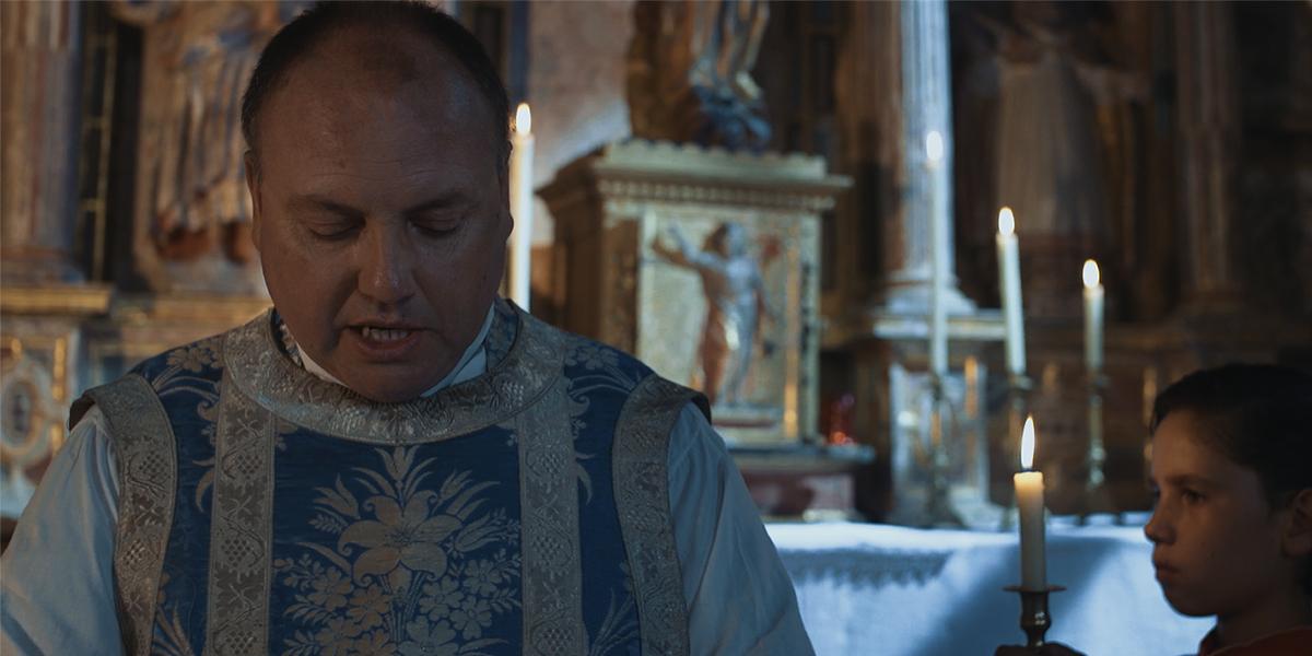 Don Valentín legge e comprende: 'Maria andò in fretta verso la montagna'